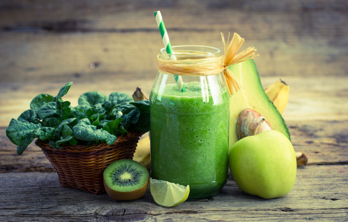 Want To Drop Pounds? Add These 7 Game-Changing Ingredients To Your Smoothie
